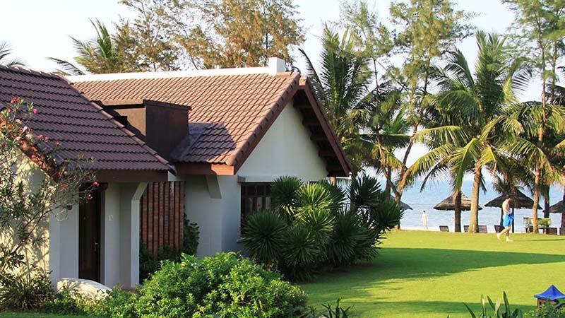 Các khu nghỉ dưỡng gần biển cũng được thi công sơn chống ăn mòn khu nghỉ dưỡng gần biển để tránh ảnh hưởng của gió biển